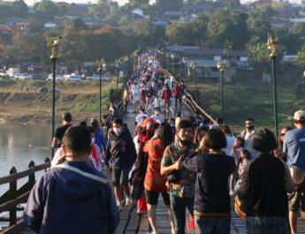 กาญจนบุรี บรรยากาศการเฉลิมฉลองปีใหม่และท่องเที่ยวในพื้นที่ อำเภอสังขละบุรี