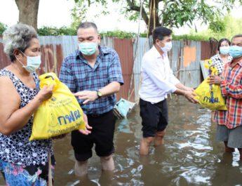นครปฐม  ส.ส.สินธพ ส.ส.เขต 1 นครปฐม ลุยน้ำช่วยบ้านบรรเทาทุกข์น้ำท่วมขังในชุมชน